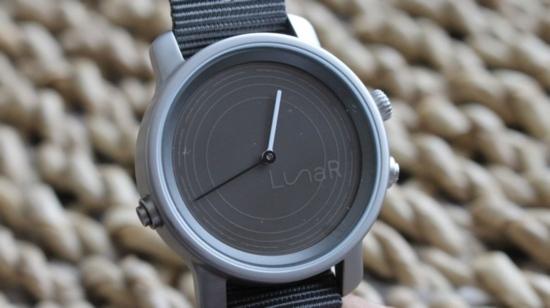 """Разработен е """"умен"""" часовник със слънчева батерия"""