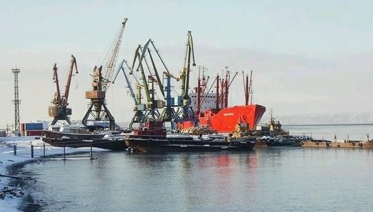 Порт Певек (Чукотка) прие първите за тази година плавателни съдове с материали за строителството на бреговите съоръжения за ПАТЕЦ