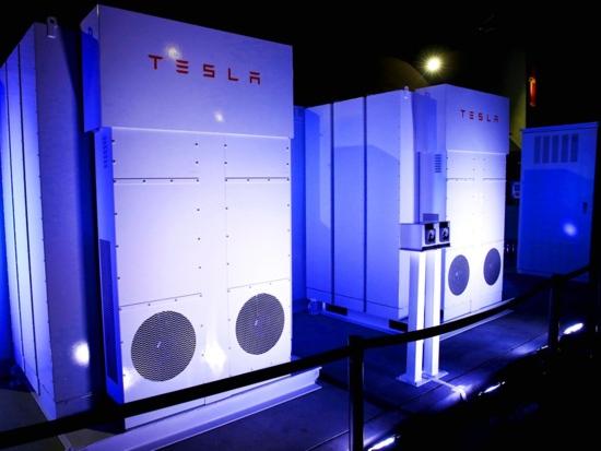 Tesla ще достави стотици акумулаторни батерии на бедстващия след урагана Мария остров Пуерто-Рико