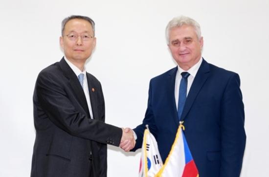 Южна Корея демонстрира интерес към чешкия ядрен проект