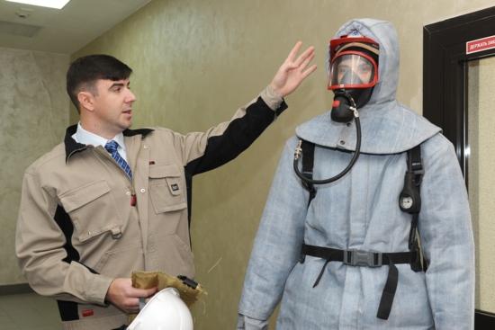 Уникален защитен костюм издържащ до 1000 градуса бе демонстриран в Белоярската АЕЦ