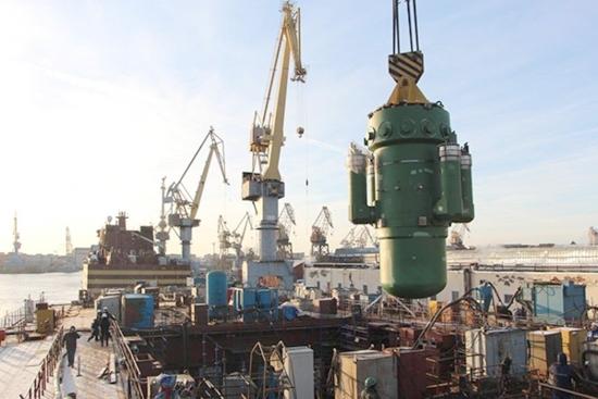 """На атомния ледоразбивач """"Сибир"""" бе монтирана реакторната установка"""