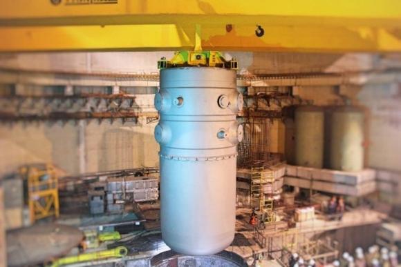 Във Втори енергоблок на Беларуската АЕЦ бе поставен корпусът на реактора