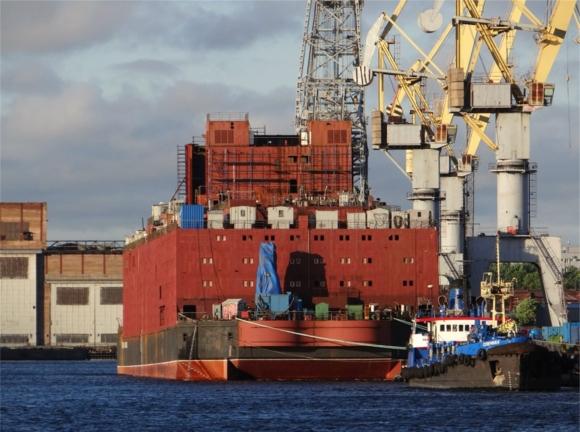 През пролетта на 2018 година първата в света плаваща АЕЦ ще пристигне в Мурманск