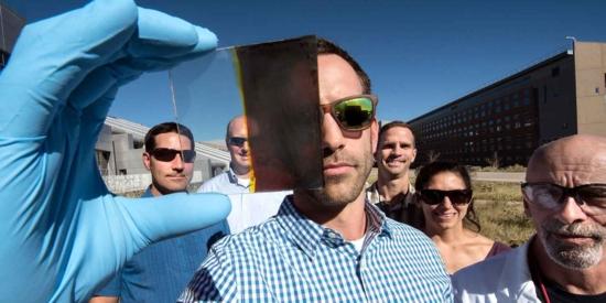 Коефициентът на полезно действие на прозоречните стъкла със слънчеви батерии надмина 11%