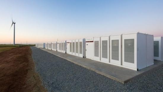 Заради ненормалната жега гигантската акумулаторна батерия на Tesla бе въведена в експлоатация един ден по-рано