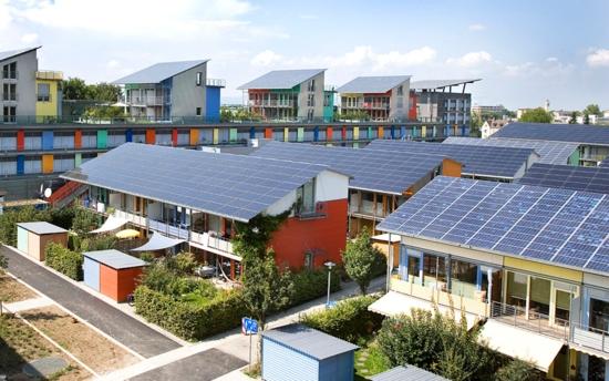 Швейцарски град отказва задължително да инсталира соларни електроцентрали на покривите на сградите