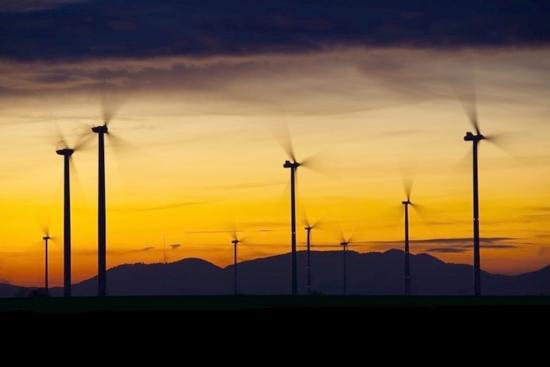 В Румъния ще започнат да копаят криптовалута използвайки енергията на вятъра