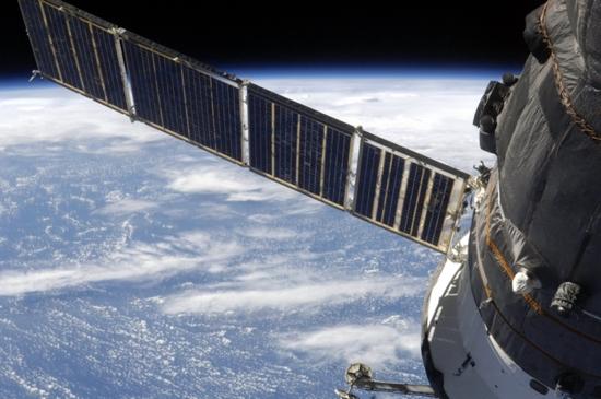 Русия планира да се откаже от вноса на слънчеви батерии за спътниците си