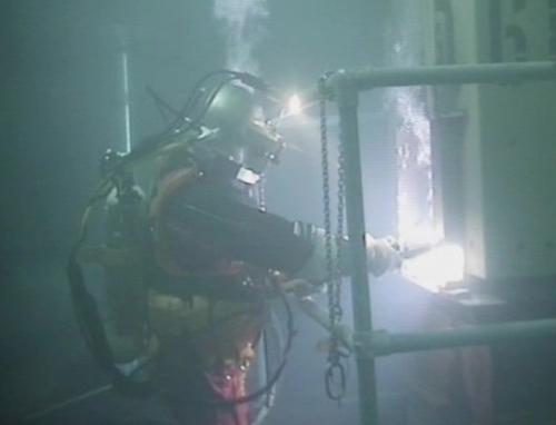 """Великобритания – Водолази обследват басейна за отлежаване на ОЯГ на спряната АЕЦ """"Sizewell A"""" с газо-охлаждаем реактор тип Magnox"""