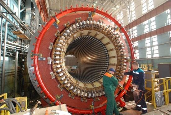 НВАЕЦ-2 – На втори енергоблок бе поставен на щатното му място статорът на турбогенератора