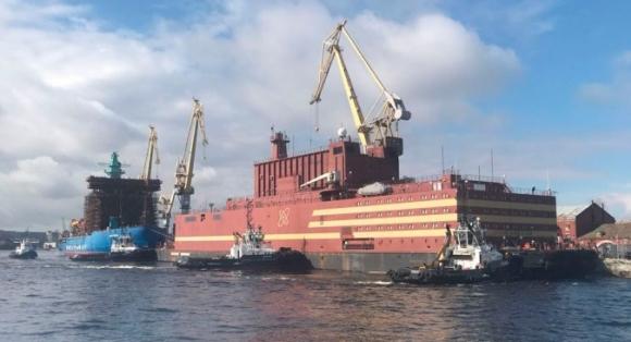 """Започна изтеглянето на плаващия енергоблок """"Академик Ломоносов"""" в Певек"""