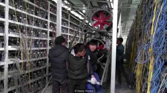 В Китай бяха конфискувани 600 компютъра от нелегална ферма за копаене на биткойни