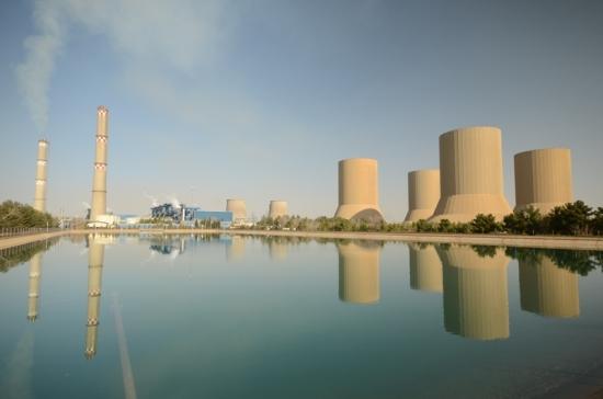 В Иран започна строителството на първата плаваща слънчева електроцентрала