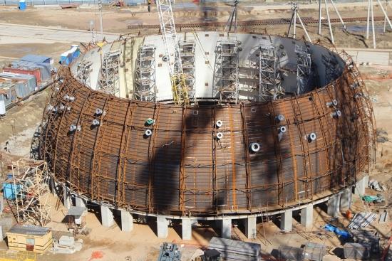 Ленинградска АЕЦ-2 – приключи сглобяването на вътрешната защитна обвивка на сградата на реактора (ядрения остров) на втори енергоблок