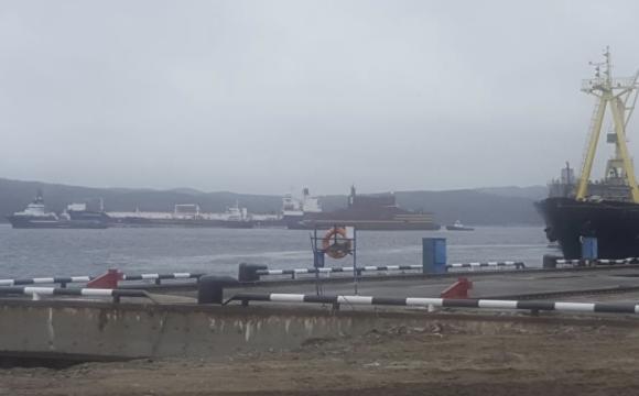 Плаващият енергоблок Академик Ломоносов пристигна в Колския залив