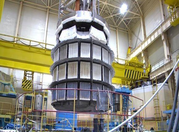 В Нововоронежската АЕЦ специалистите извършиха една от ключовите операции на етапa модернизация на блок 4 – отгряване на корпуса на реактора.