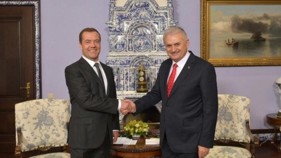 Премиерите на Русия и Турция обсъдиха строителството на АЕЦ Аккую и Турски поток