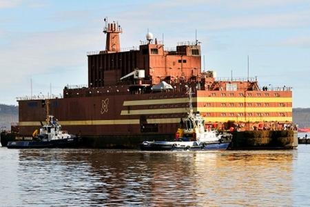 На първата плаваща АЕЦ започна зареждането с ядрено гориво
