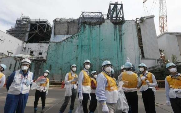 """Япония – Без маска, но с грим – Подготвят АЕЦ """"Фукушима-1"""" като обект за екстремен туризъм"""