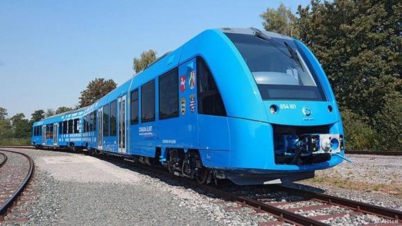Първият в света влак на водородни горивни елементи Coradia iLint извърши изпитателен рейс в Германия