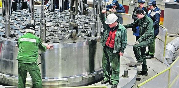 На БелАЕЦ започна монтирането на вътрешнокорпусните устройства на реактора