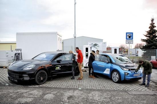 Илон Маск изостава – BMW и Porsche са разработили система, която зарежда батериите на електромобила само за 3 минути