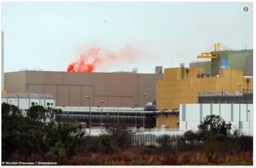 """Във Франция дрон на """"Greenpeace"""" пусна димна бомба в завода за преработка на ОЯГ"""
