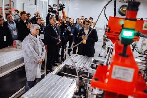 """В Украйна """"слънчевият"""" бум се разраства: открит е първият голям завод за производство на фотоволтаични панели"""