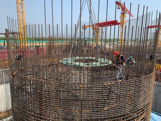 """Бангладеш – АЕЦ """"Руппур"""" – Започна поставянето на уловителя на стопилката в ядрения остров на втори енергоблок"""