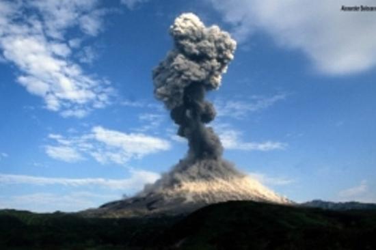 Японски вулкан се активизира недалеч от АЕЦ