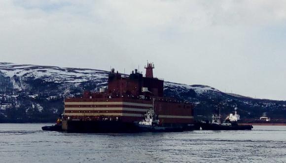 """В Мурманск стартира операцията по докуването на плаващия енергоблок (ПЕБ) """"Академик Ломоносов"""""""