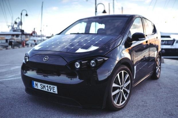 Електромобил на слънчеви батерии предизвиква вълнение в Европа