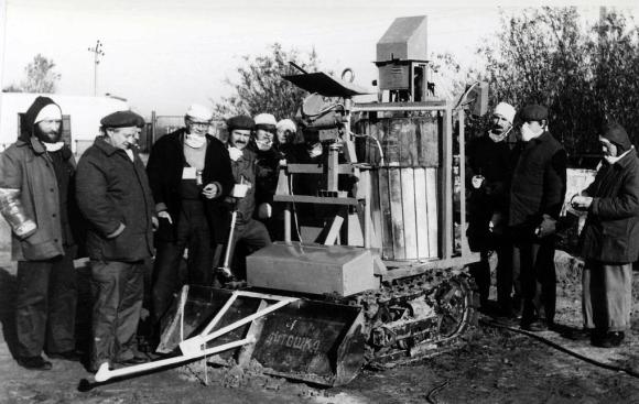 За първите роботи след аварията в Чернобил разказва главният им конструктор