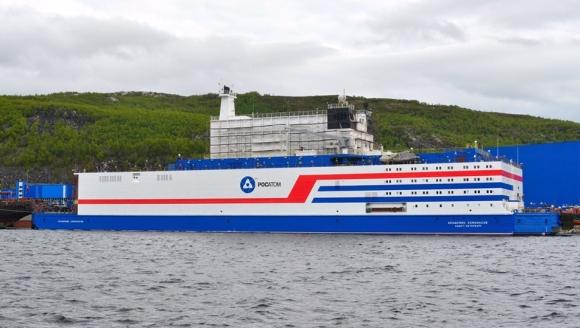 """Плаващият атомен енергоблок """"Академик Ломоносов"""" е предаден на собственика и се подготвя за транспортиране до Чукотка"""