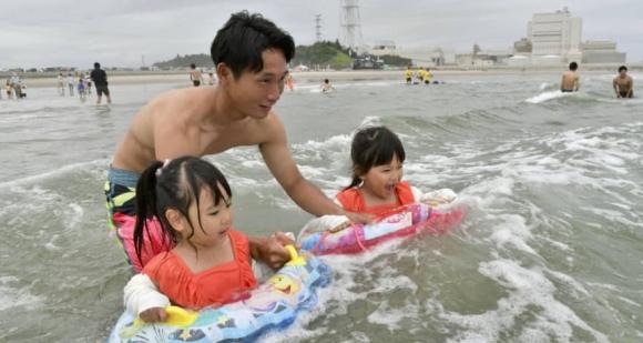 В префектура Фукушима за първи път след аварията в атомната електроцентрала бе открит плаж
