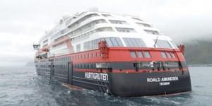 """Първи в света норвежкият круизен лайнер """"Roald Amundsen"""" премина на електрическа тяга"""