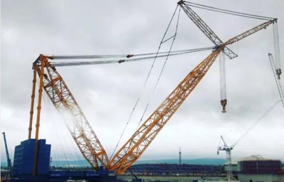"""Великобритания – Най-големият наземен кран е монтиран на площадката на АЕЦ """"Hinkley Point C"""""""