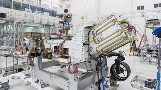 Роувърът за мисията Марс 2020 се зарежда с радиоизотопно гориво