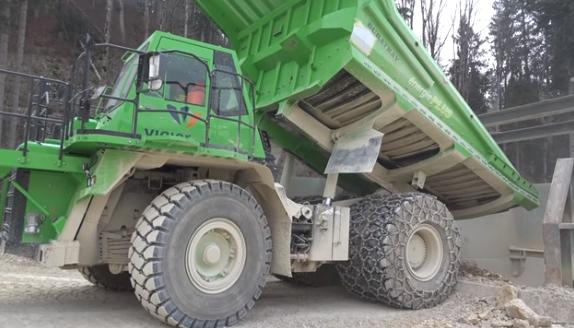 Най-тежкият електрически камион се самозарежда по време на работа