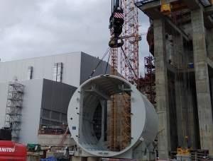 """Фирмата """"Титан-2″ постави транспортния шлюз на сградата на ядрения остров на втори енергоблок на изграждащата се Ленинградска АЕЦ"""