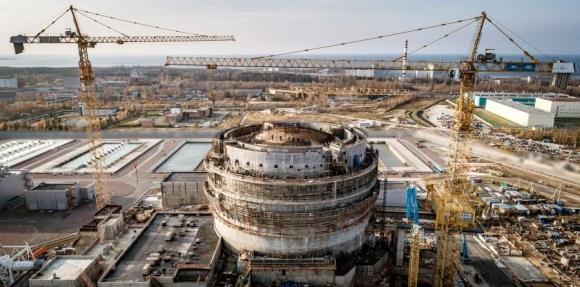 На строителната площадка на ЛАЕЦ-2 са издигнати стените на резервоарните помещения в обстройката на сградата на реактора.