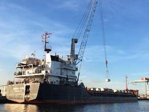 """Урановите """"опашки"""" от Германия са натоварени на кораба """"Михаил Дудин"""" в Амстердам и се изпращат в Русия"""