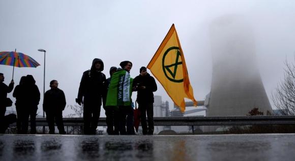 Екологични активисти превзеха въглищна електроцентрала в Западна Германия