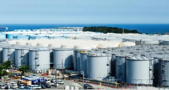 """Японски експерти съветват да се източва в океана водата от авариралата АЕЦ """"Фукушима-1"""""""