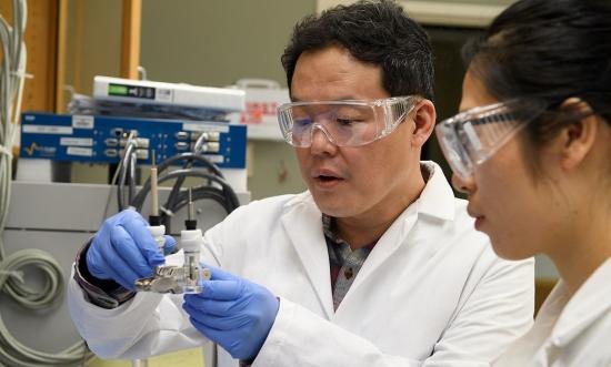 Открит е начин за увеличаване на жизнения цикъл на литиево-металните акумулатори