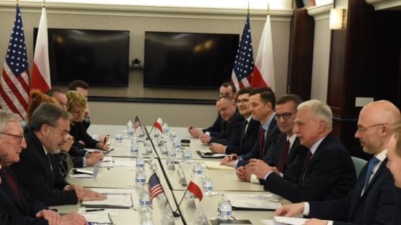 Полша и САЩ подчертават ангажимента си за нови ядрени проекти