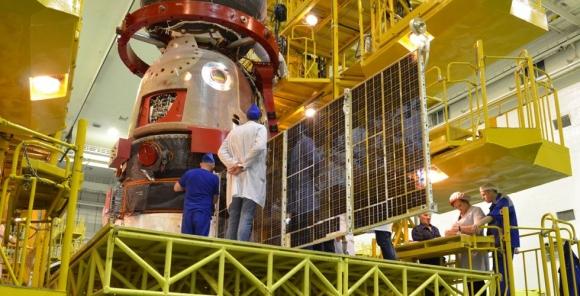 Проверяват слънчевите панели на кораба «Союз МС-16»