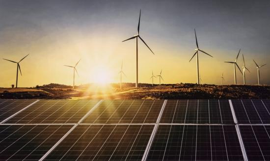 Amazon разширява използването на вятърната и слънчевата енергия по целия свят