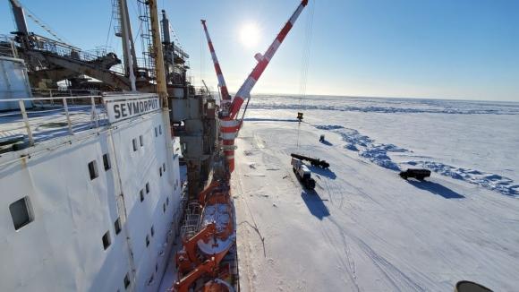 Атомният контейнеровоз «Севморпуть» достави материали за проекта «Арктик СПГ-2»
